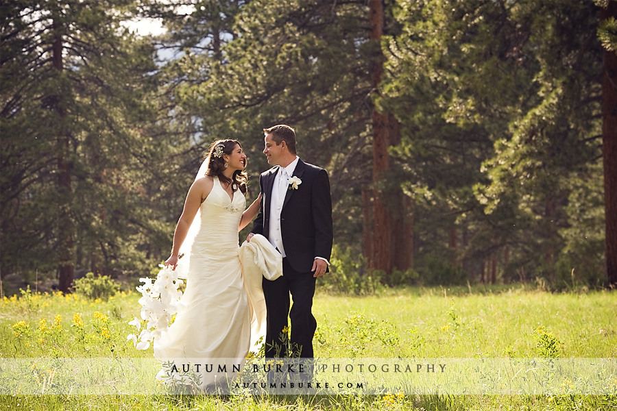 bride and groom estes park colorado della terra wedding