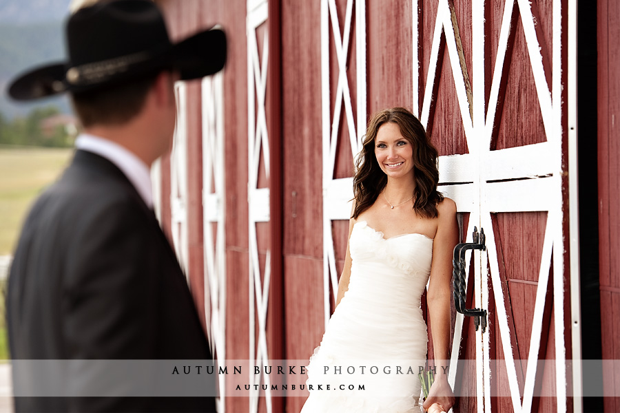crooked willow farms colorado wedding cowboy hat barn bride groom
