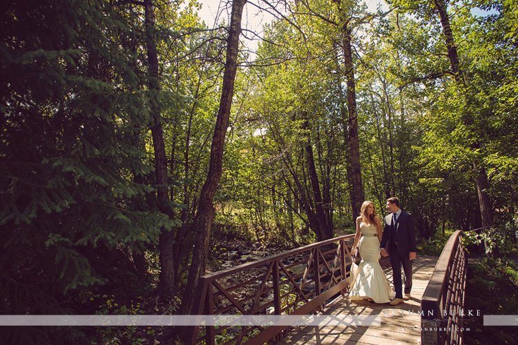 beaver creek beanos cabin colorado wedding bride and groom first look bridge