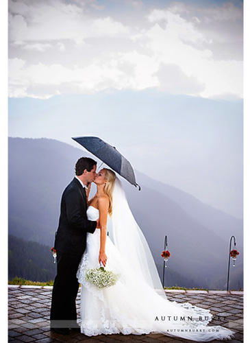rainy wedding ceremony vail wedding deck colorado mountains kiss