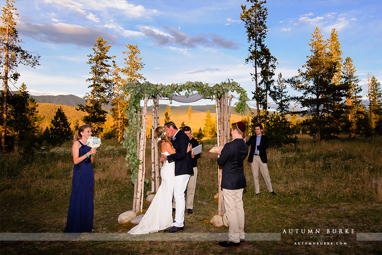 wild horse inn winter park colorado mountain jewish wedding chuppah ceremony the kiss